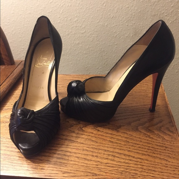 ffb6789f3c4 Christian Louboutin Greissimo Knotted pump